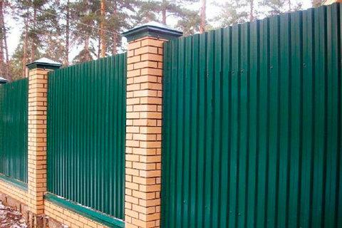 Строим удобный забор из профлиста своими руками. Базовые знания