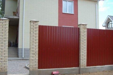 На ворота из профнастила цена с установкой от 6000 рублей