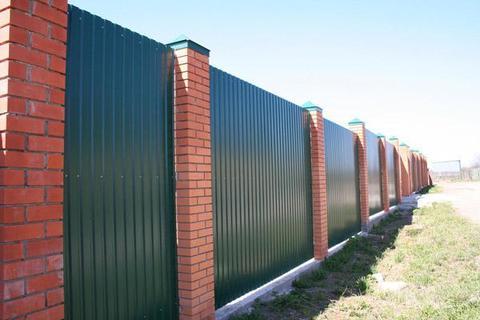 Забор из профнастила – надежное ограждение для каждого участка по доступной цене